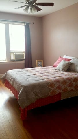 Ideal location to downtown Chicago- Sleeps 3