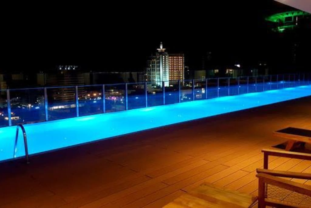 Piscina Night View