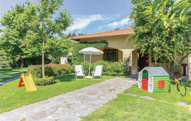 Semi-Detached with 2 bedrooms on 85m² in Camaiore