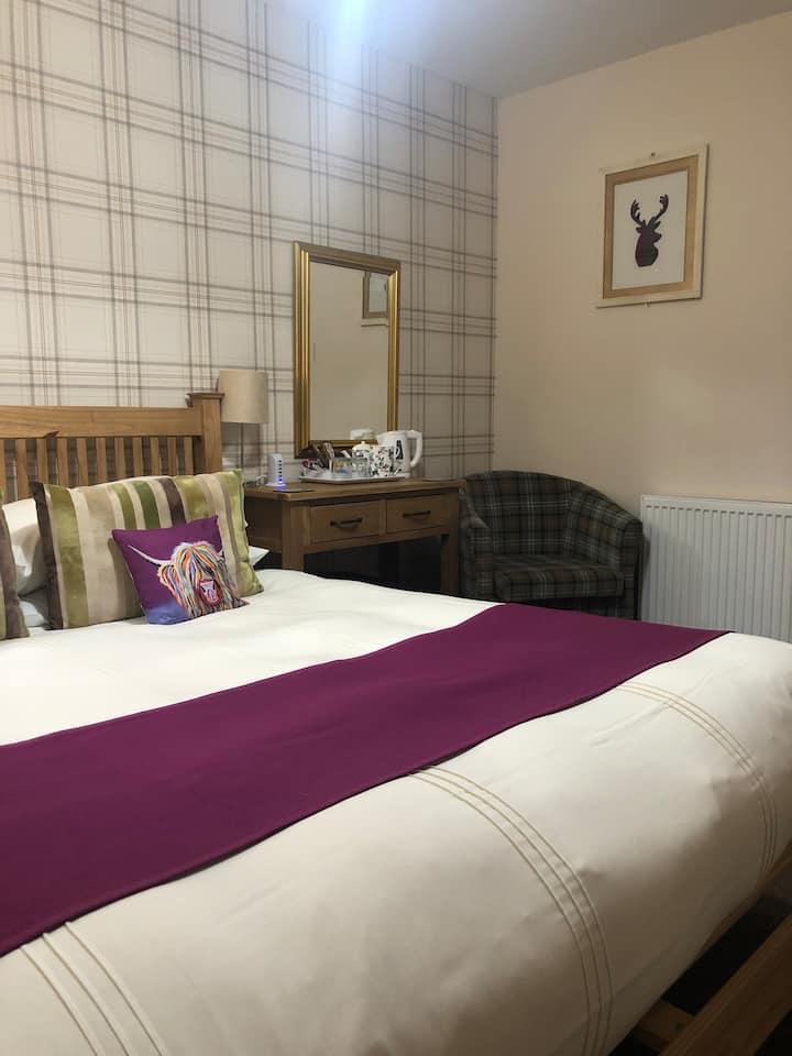Ardmorn kingsize bed (room only)