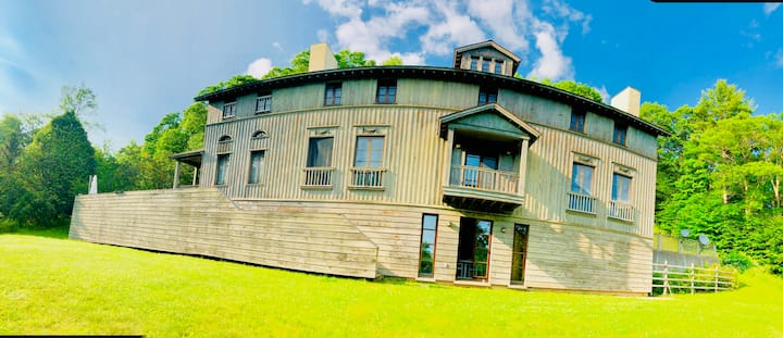 Catskill Park Manor: hours of private hiking!