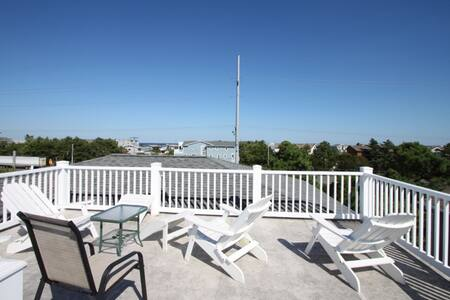 Roof Top Deck & Spacious Contemporary Home 3 Blocks to the Beach w/Free Golf, Water Park and More!