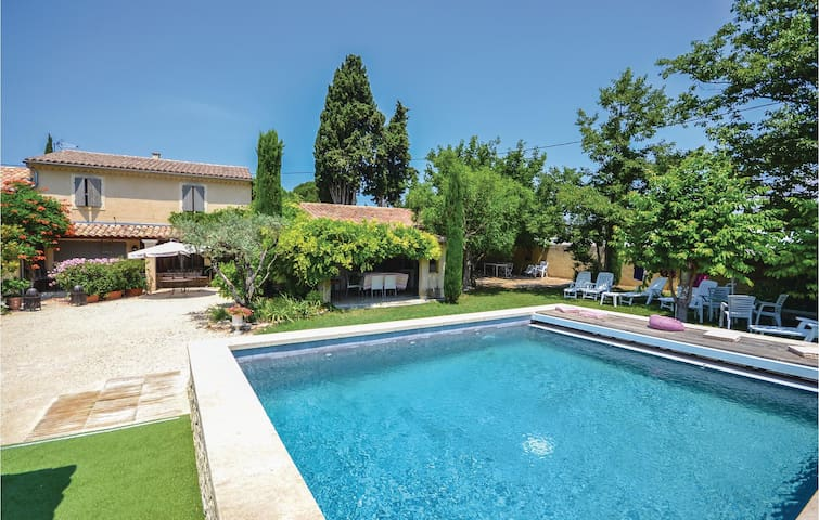 Semi-Detached with 3 bedrooms on 80 m² in Loriol-Du-Comtat