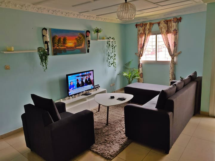 Chic apartement in the heart of Dtwn Ydé FREE WiFI