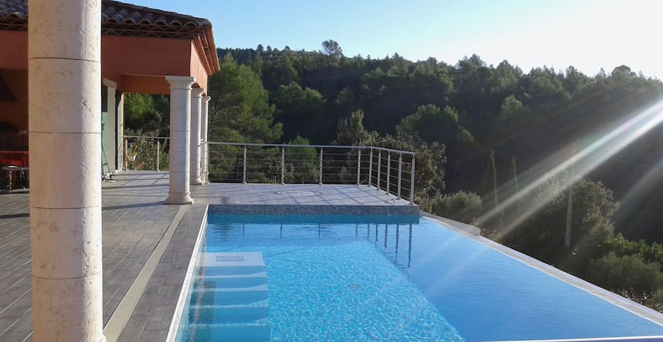 ST ANASTASIE Villa Piscine Cadre Idyllique - Sainte-Anastasie-sur-Issole - House