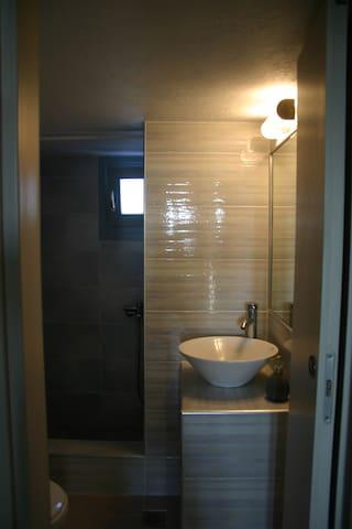 μπάνιο υπνοδωματίων