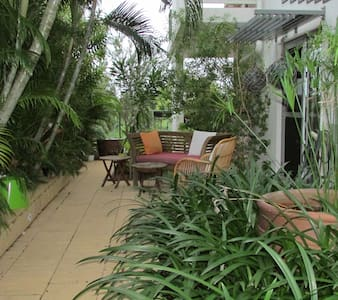 Private dble room, rain forest views, close to CBD - Larrakeyah