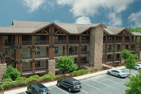 Peaceful Retreat Luxury Resort Unit - Near Lake - Branson