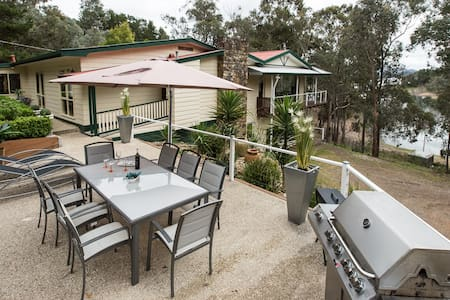 De Vine  Getaway: Home Away From Home - Taylor Bay