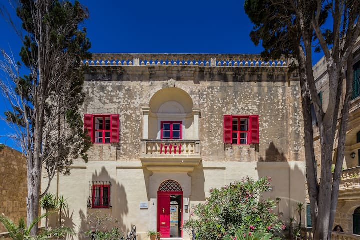 Stunningly Restored 500 Y.O. Palazzo in Mdina