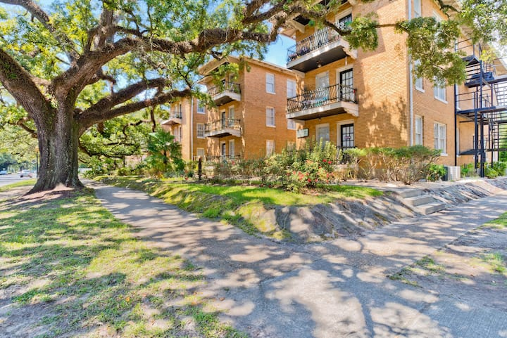 Charming Condo in Mobile Historical  Garden Dist,