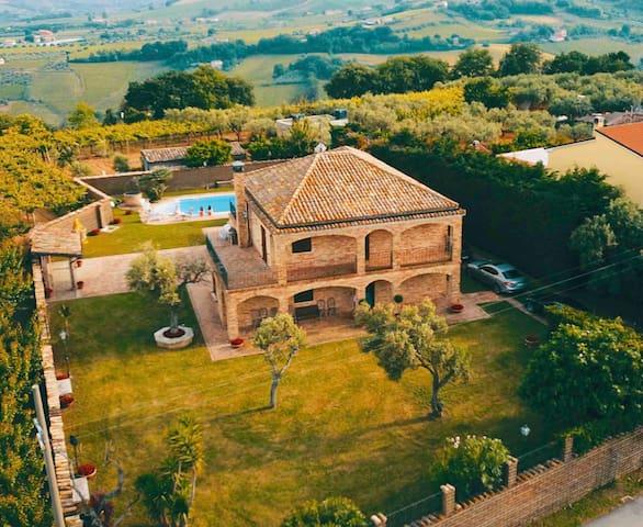Villa con piscina in Abruzzo - A 7 minuti dal Mare