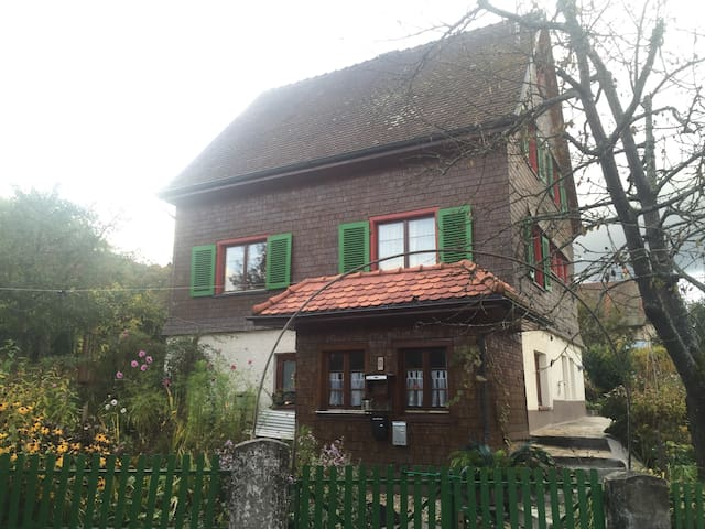 Cosy wooden House with a big garden - Stockach - Huis