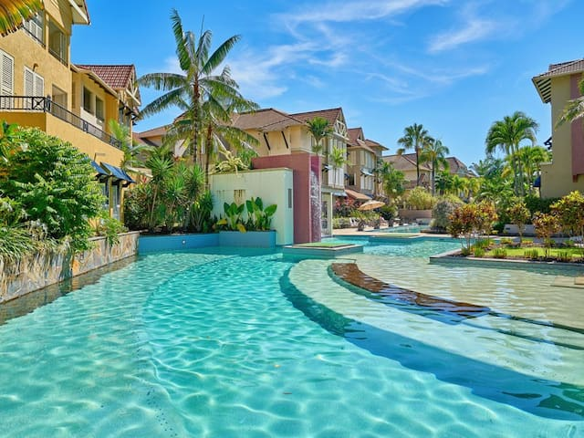 Beautiful Resort, Pools, Tennis Courts & Much More