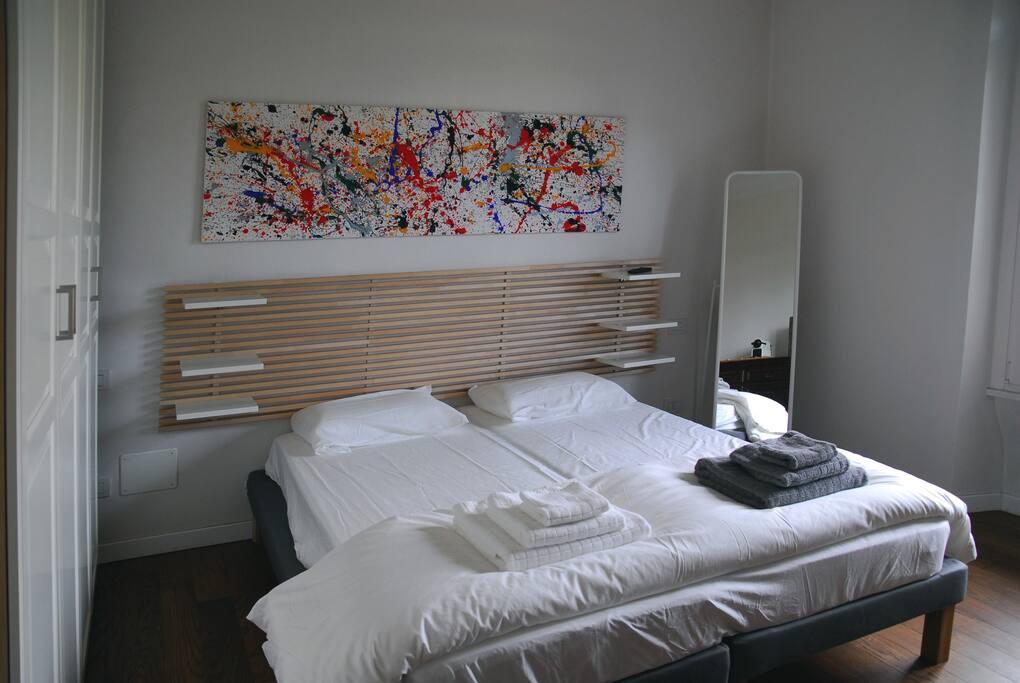 Camera da letto matrimoniale o doppia.