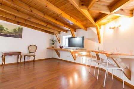 Beco Attic -  Espaçoso, confortável e terraço - Wohnung