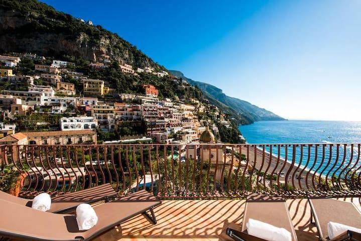 Villa le Sirene Positano by villalesirene .....