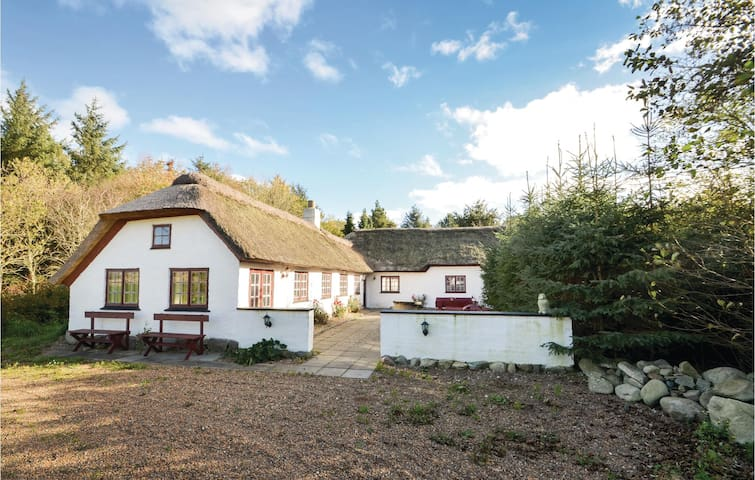 Holiday cottage with 3 bedrooms on 150m² in Vesløs