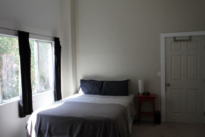 Silver Lake, Big Room, Views! - Los Angeles - Bed & Breakfast