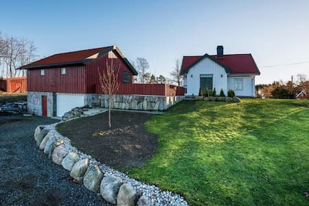 Charming old farm house - Arendal - Maison