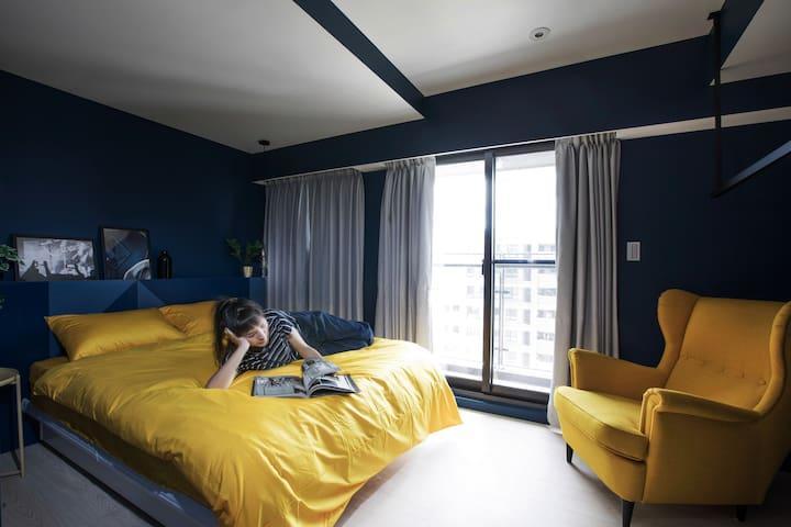 舒服的加大雙人床(182*188cm)/Comfy Queen-Size Bed