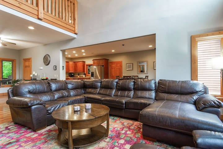 Meadows 126 Luxury @ Its Finest 4 BR Home