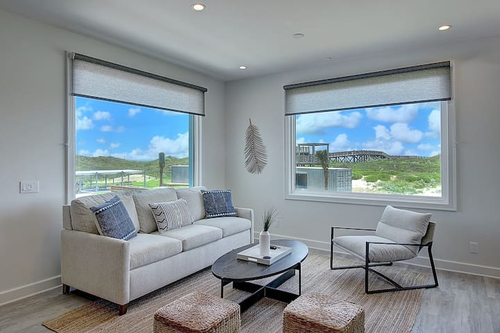 Lively Beach 1 Bedroom, 2 Bathroom with Full Kitchen, Loft & Deck - Living Area