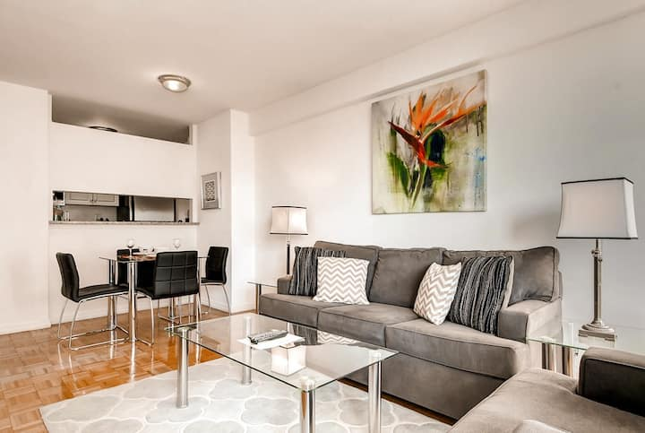 •	Midtown East modern 1 bed apt with swimming pool
