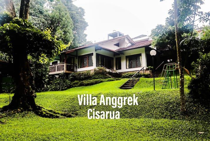 Villa Anggrek, Warung Gunung. The Best in Cisarua