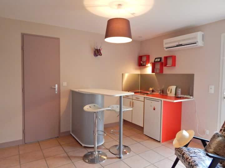 Studio dans maison sur les hauteurs de Castres.