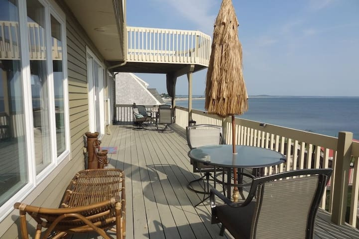 Oceanfront Villa, AC, TV, Free WiFi,  Pet Friendly