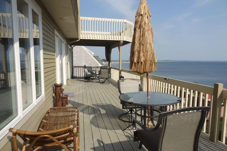 Oceanfront Villa, AC, TV, Free WiFi,  Pet Friendly