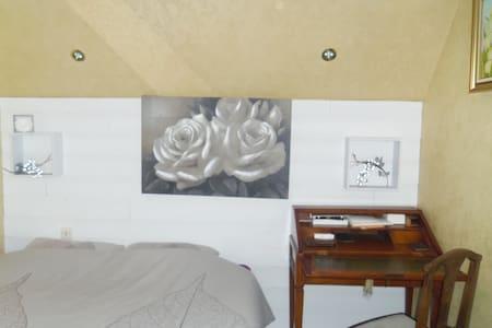 chambre a louer dans maison à l'orée des bois - Orival