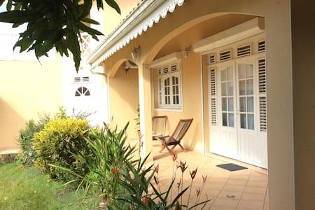 villa indépendante chez l'habitant - Le Robert - Villa
