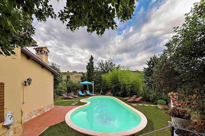 Gorgeous Villa in Casenove with Swimming Pool