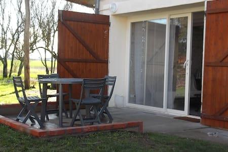maison à 2 km de La Charité sur loire - Varennes-lès-Narcy - Casa