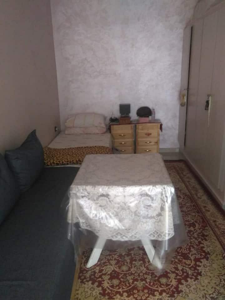 Chambre lumineuse à Témara