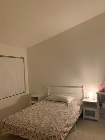 Private room near Ontario airport/Ontario mills