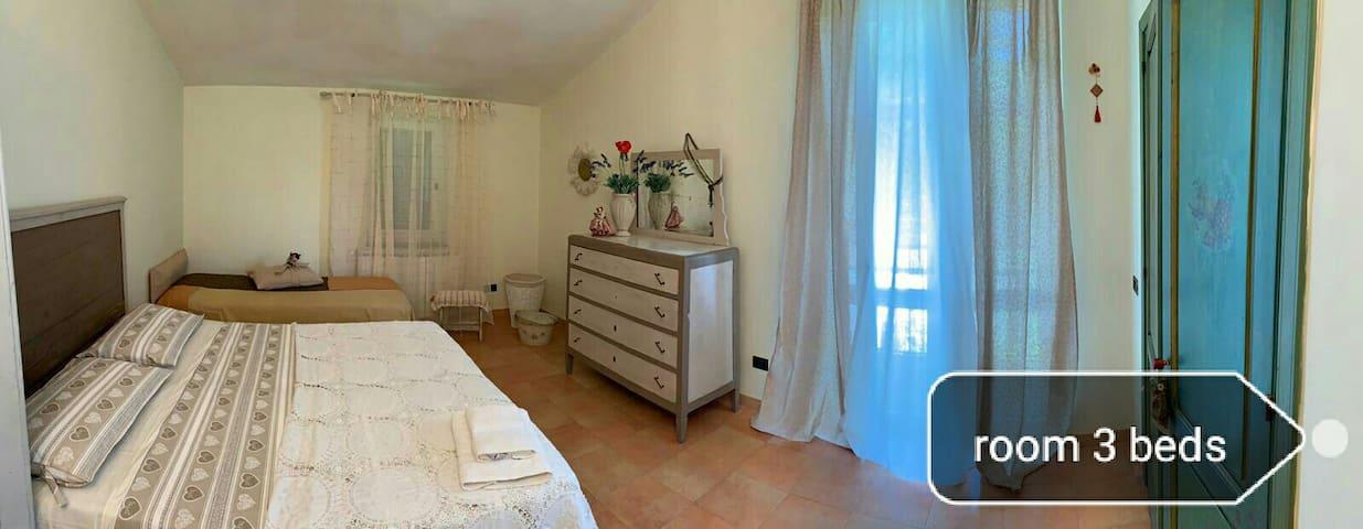 Camera tre posti letto in villa