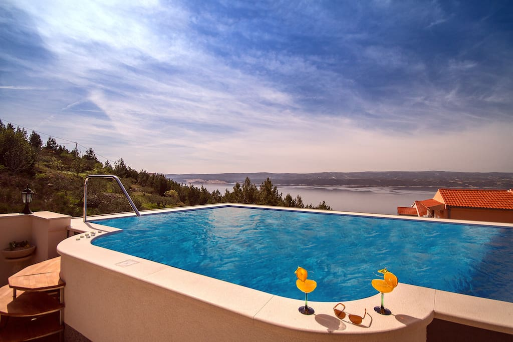Big nice pool with great sea view