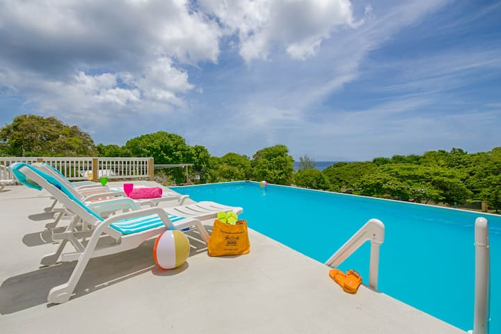 Steps from sandy beach! - St. Croix