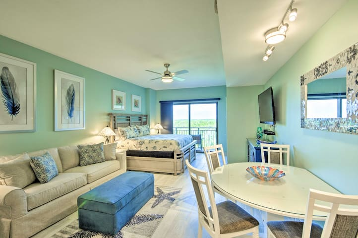 Remodeled Panama City Beach Condo w/ Pool Access!