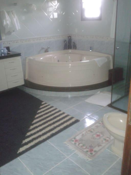 Banheiro com Jacuzzi suite principal