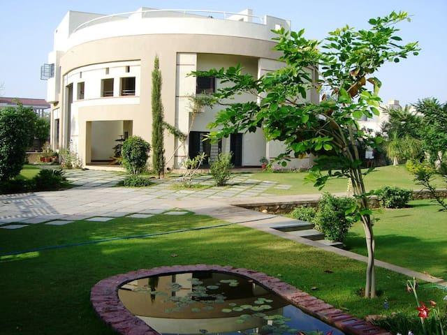 Yuga Homestay - Studio Suite - Jaipur - Bed & Breakfast