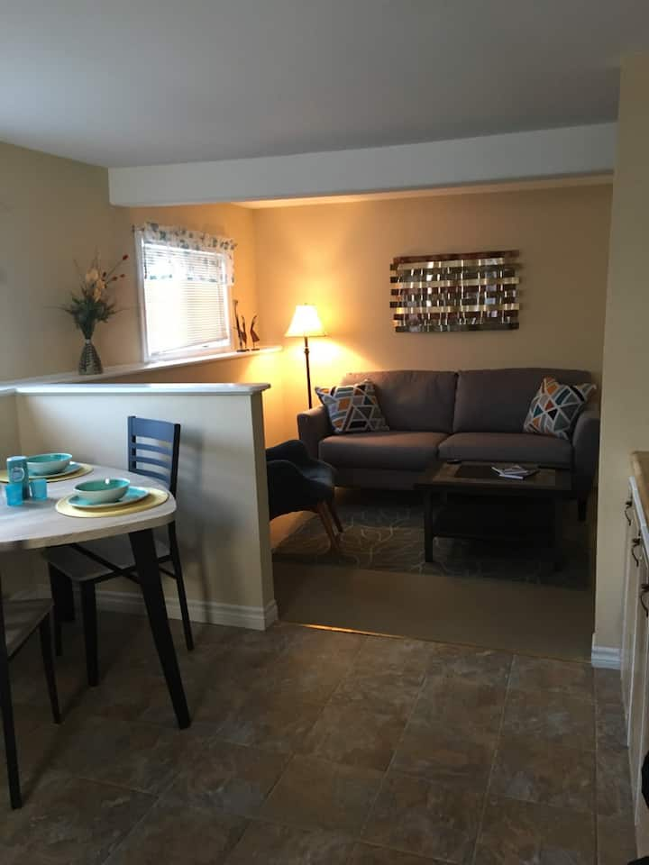 1 Bdrm apartment- Quiet street
