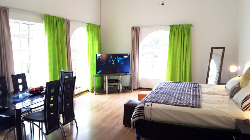 Spacious Hatfield Apartment | WIFI + DSTV | 1-3P