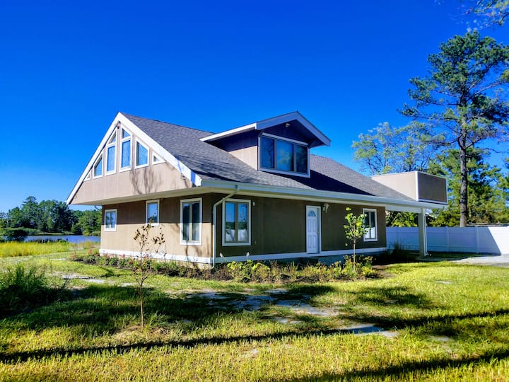 Kingsbay Dockside Waterfront Retreat