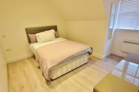 Brand new self contain studio apartment in Bushey! - Bushey