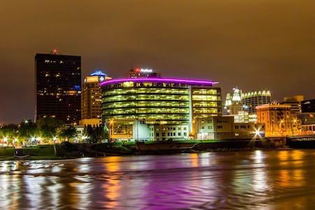 WATERFRONT Apt. #16 / Riverfront Skyline Views