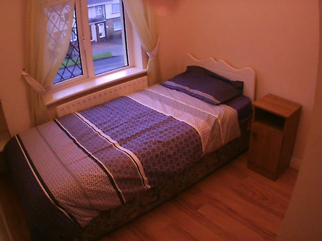 Single room - Free wifi - Castlebar
